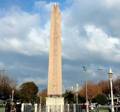 BURMA SUTUN (The Serpentine Column)